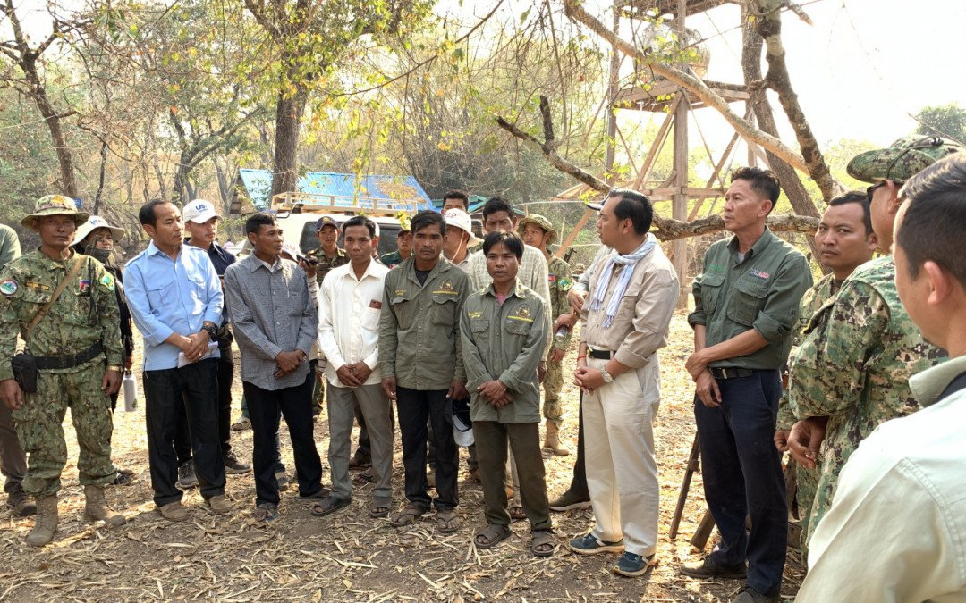 SVC leads tour with the Ministry of Environment at Prey Veng Village, Preah Vihear.